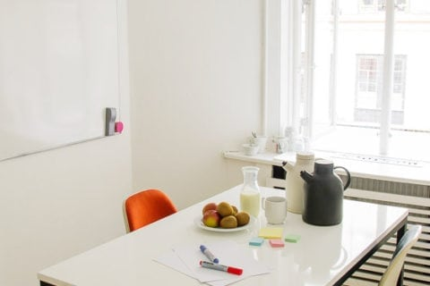 Rent meeting room - small room for 2 to 4 people